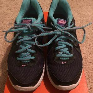 Nike Revolution 2 Women's Size 8
